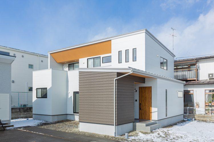 寛ぎの空間、小上がりダイニングのある家の画像1