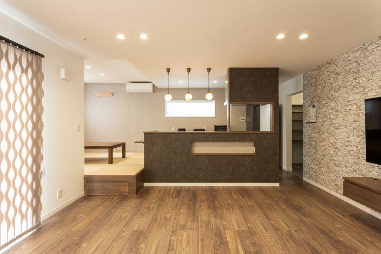 寛ぎの空間、小上がりダイニングのある家の画像5