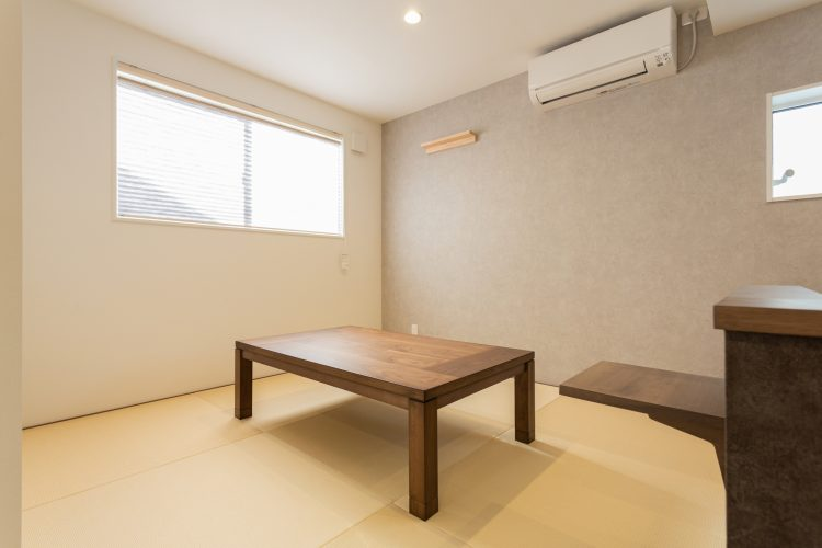 寛ぎの空間、小上がりダイニングのある家の画像9