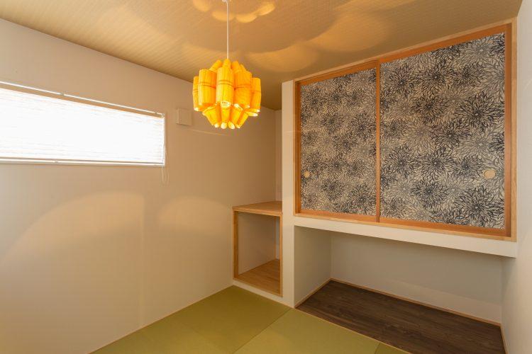 寛ぎの空間、小上がりダイニングのある家の画像14