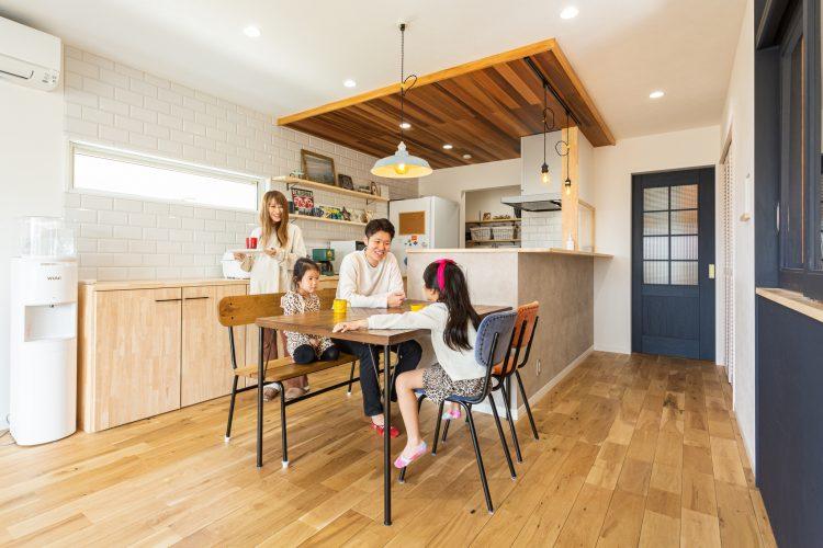 土間スペースのあるLDKで家族団らんが楽しめる家の画像23