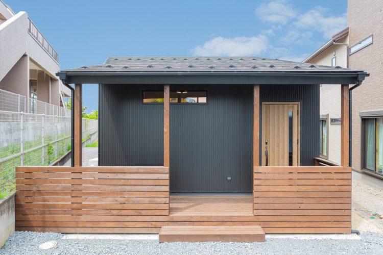 土地の形状を活かしたコンパクトな平屋風の家の画像3